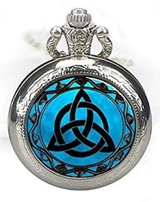 reloj de bolsillo con simbología celta